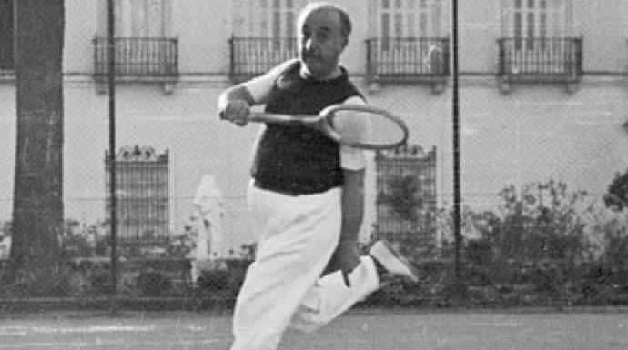 franco_jugando_al_tenis